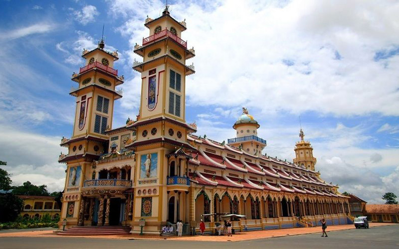 CAO DAI TEMPLE & CU CHI TUNNEL FULL DAY